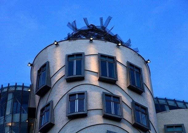 Tančící dům - koruna věže