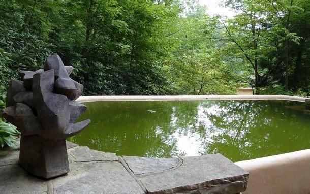 Vila nad vodopádem - bazén