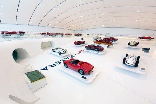 Enzo Ferrari muzeum - interiér